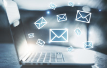 E-Mails gehen am Notebook ein