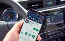 Here-App auf dem Smartphone im Auto