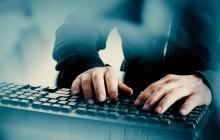 Hacker ebi der Arbeit an der Tastatur