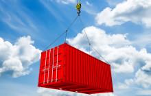 Schiffscontainer mit Wolkenhintergrund