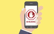 Smartphone mit Werbeblocker