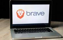 Notebook mit Brave-Browser