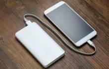 Powerbank lädt Smartphone