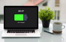 Laptop mit aufgeladenem Akku