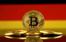 Bitcoin vor Deutschland-Flagge