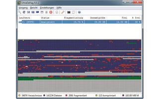 Platz 10 – UltraDefrag: Rote Blöcke signalisieren fragmentierte Dateien, die das System verlangsamen