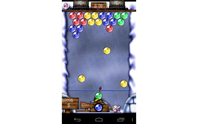 In Frozen Bubble geht es darum, farbige Ballons aus einer Kanone zu schießen und so punktgenau zu zielen, dass mindestens drei Ballons derselben Farbe zusammenhängen.