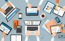 Meeting mit Laptops Tabets und Smartphones