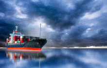Container Schiff-Sturm