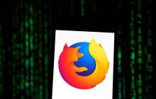 Firefox mit Code im Hintergrund