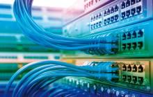 Server mit Netzwerkkabeln