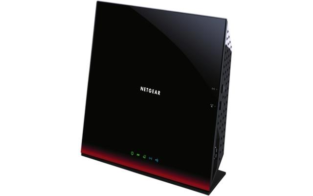 Der Netgear D6300B verfügt über drei interne Antennen, die eine theoretische Datenrate von 1300 MBit/s im ac-Betrieb ermöglichen sollen.