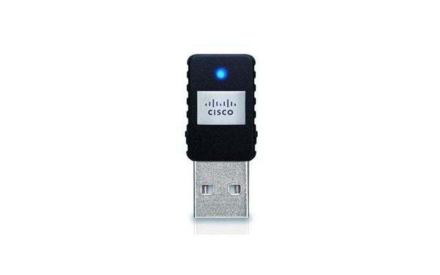 Der Linksys AE6000 besitzt eine Antenne und funkt mit theoretisch 433 MBit/s im ac-Betrieb.