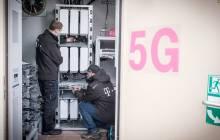 Techniker der Deutschen Telekom rüsten das Netz auf 5G auf