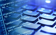 Programmcode und Computertastatur