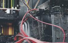 Server mit Spinnweben