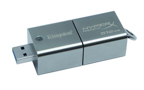 Etwas Nachschlag gefällig? Der Kingston Datatraveler Predator bietet Raum für 512 GByte und liest beziehungsweise schreibt mit 240 / 160 MByte/s