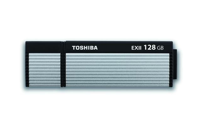 Der Toshiba Trans-Memory-EX II bietet Raum für 64 GByte an Daten und eine maximale Lese- beziehungsweise Schreibgeschwindigkeit von 220 / 205 MByte/s.