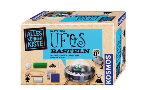 """UFOs basteln - Ufos gibt's nicht? Mit diesem Bastelset werden Skeptiker eines Besseren belehrt. Die Bastel-Box """"UFOs basteln von Kosmos"""" steckt voller Ideen, Metallic- und Glitzerfolie, um intergalaktische Flugobjekte zu zaubern."""