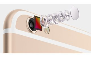 Die Hauptkamera: Hier setzt Apple beim iPhone 6 auf einen 8-Megapixel-Knipser, der über einen optischen Bildstabilisator sowie einen neuen Fotosensor mit Phase-Detection-Autofokus verfügt (Bild: Apple).