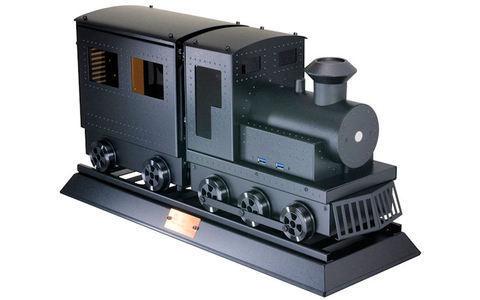 Lian Li PC-CK101SB Mini-ITX-Gehäuse - Während der Nachwuchs am Heiligabend mit der Märklin-Eisenbahn spielt, könnte Papa schon am Dampflok-PC-Case von Lian Li herumbasteln. Das aus Aluminium gefertigte Mini-ITX-Gehäuse kommt mit 300-Watt-80Plus-Netzteil.