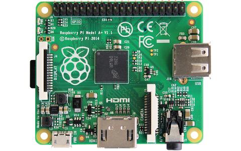 Raspberry Pi Model A+ - Das neue Modell des Einplatinen-Computers Raspberry Pi ist etwas kleiner, sparsamer und auch günstiger geworden. Mit onboard sind ein Broadcom-BCM2835-Prozessor mit 700 MHz und 256 MByte Arbeitsspeicher.