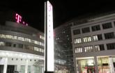 Telekom-Zentrale bei Nacht
